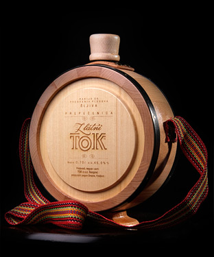 Plum Brandy Golden Stream in Wooden Flask